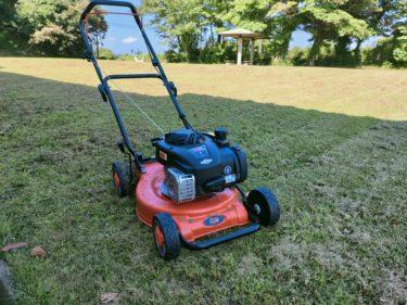 集落広場の雑草刈りをしていたら、ちゃんと「芝生」が生え揃ってきたけど、充電式草刈り機では役に立たず「歩行式エンジン芝刈り機」を買ったら最高過ぎたので、お勧めしたい話(´Д`)!